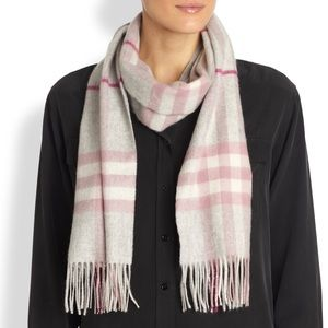 NWOT Burberry Cashmere fringed scarf